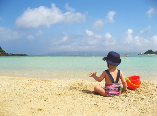 9cf2cfc83e 子供と紫外線の関係は、命に関わることがあるのでしっかりと知っておく必要があります。夏の暑さで問題になる熱中症や日焼けなども紫外線の特徴を知っておくことで  ...